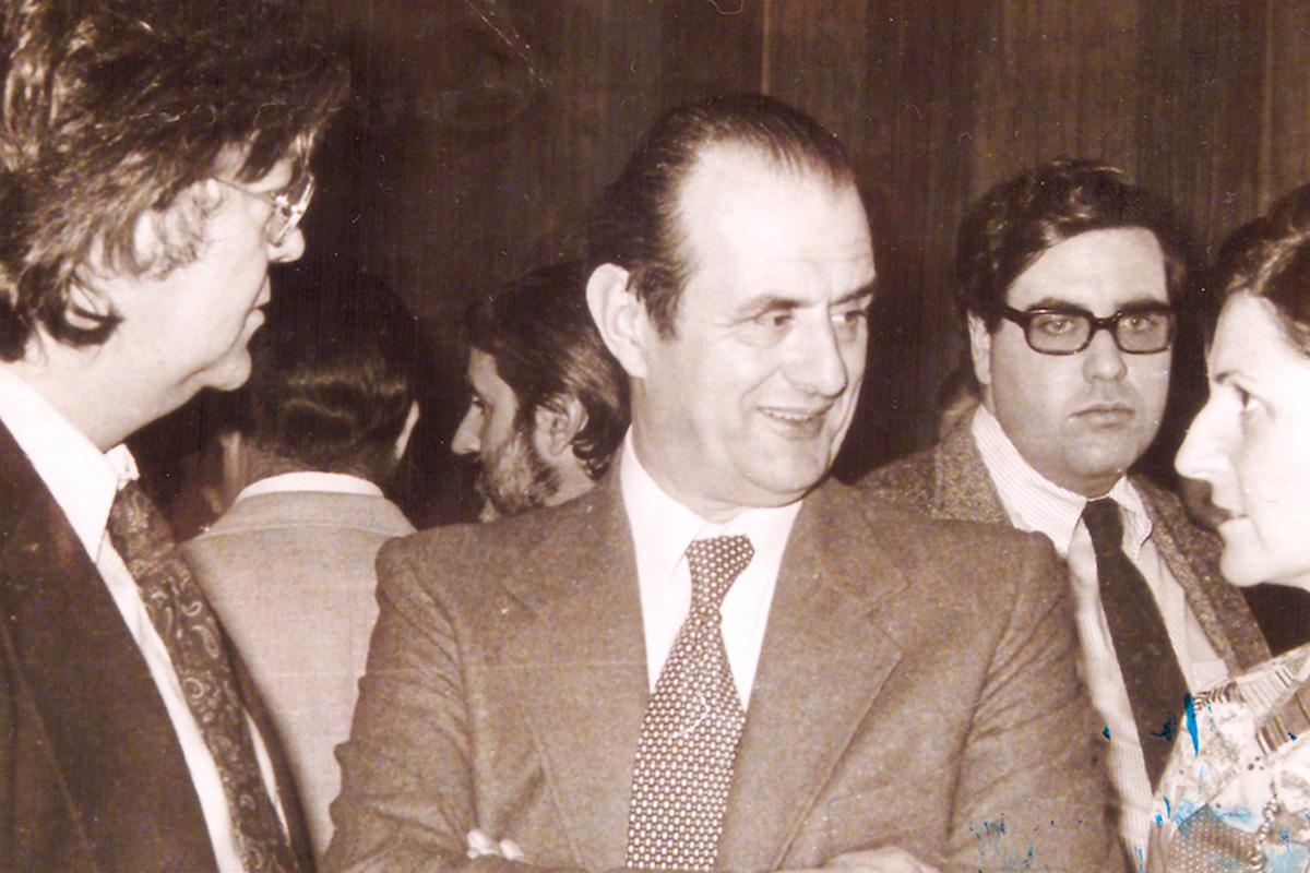 Mesa Redonda sobre gastronomía, 1976. A la izquierda Juan Gómez Soubrier, Paul Boucuse en el centro, a la derecha Ymelda Moreno (RAG), detrás Lopez Canís (Club de Gourmet) y Víctor de la Serna. Foto cedida por Belén Laguía.