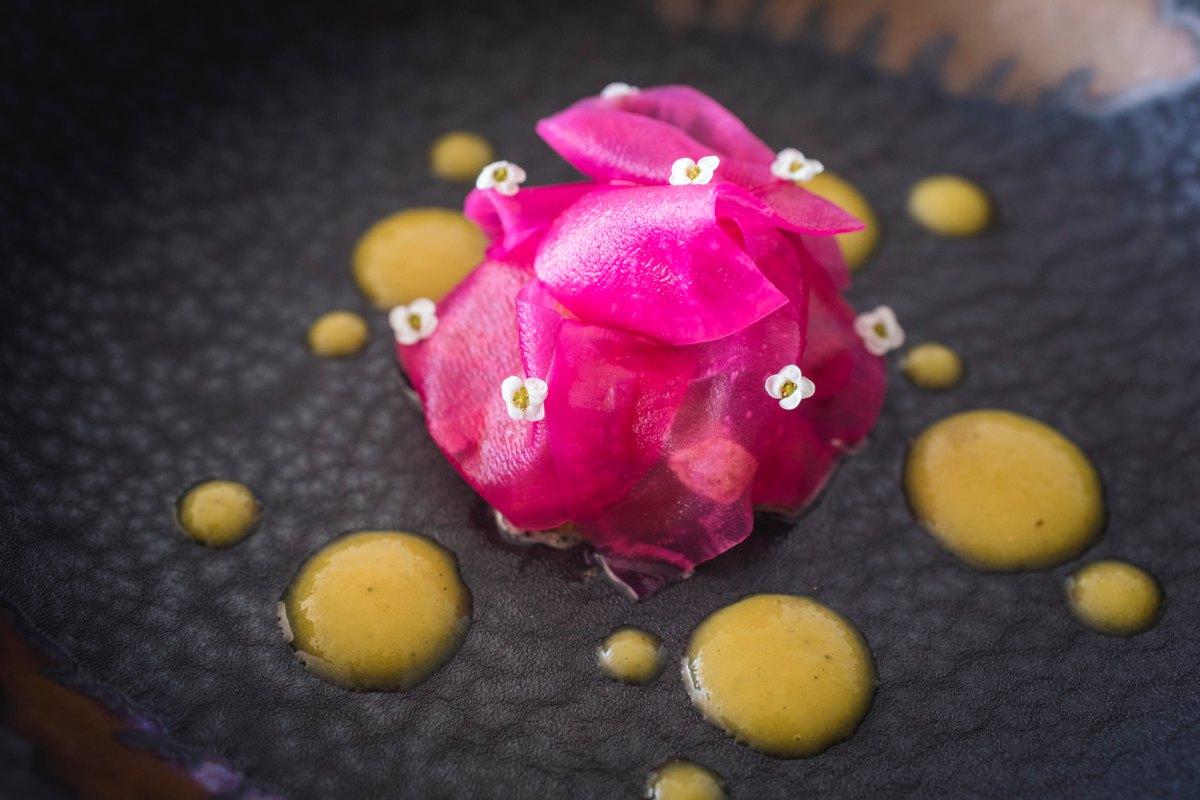 Ventresca de atún rojo de Balfegó con jugos de pimientos asados del restaurante 'La Sucursal'.