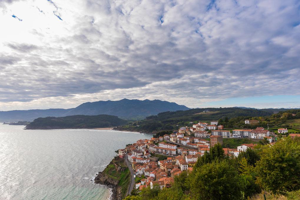 Y tras el mar, los Picos de Europa. Foto: shutterstock.com