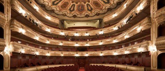 Teatro Rosalía de Castro.