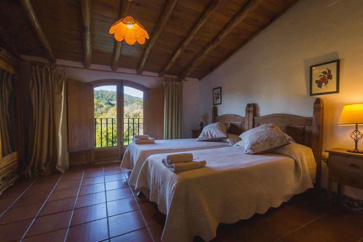 Habitación de los apartamentos rurales La Molinilla Hamman, en Linares de la Sierra, en el parque natural de la Sierra de Aracena (Huelva).