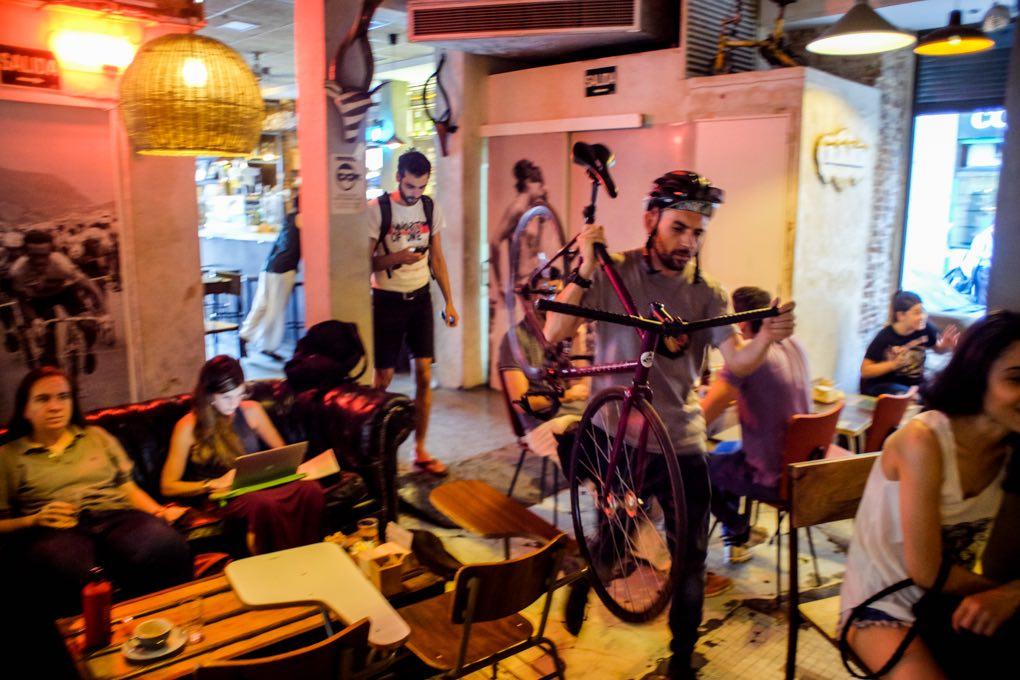 Bicis, cafés, repostería artesanal... ¡El clelo en la Tierra de los modernos!