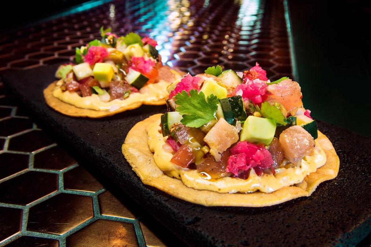 Tostadas de bonito y salsa de esquites del 'Salón Cascabel'. Foto: Salón Cascabel.