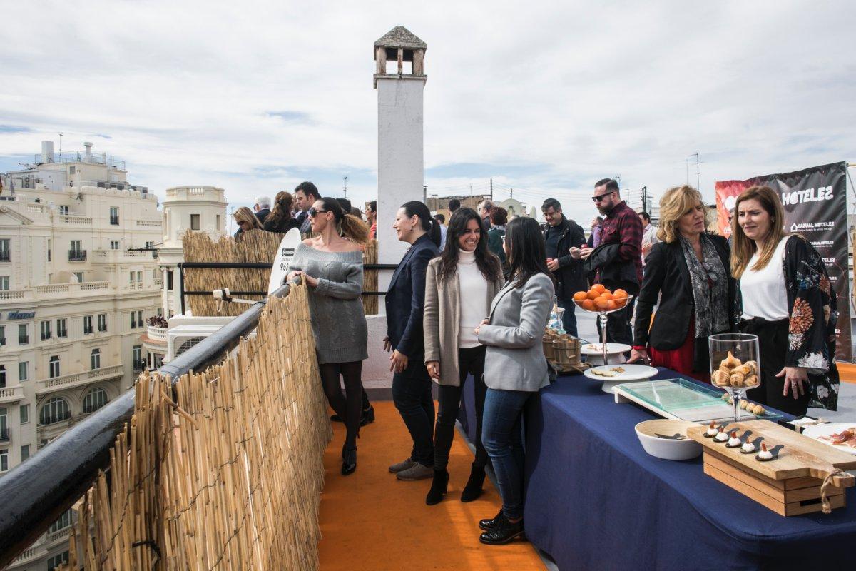 Esta terraza es ideal para pequeños grupos y fiestas privadas.