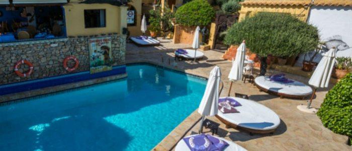 Piscina del Ibiza Rocks House
