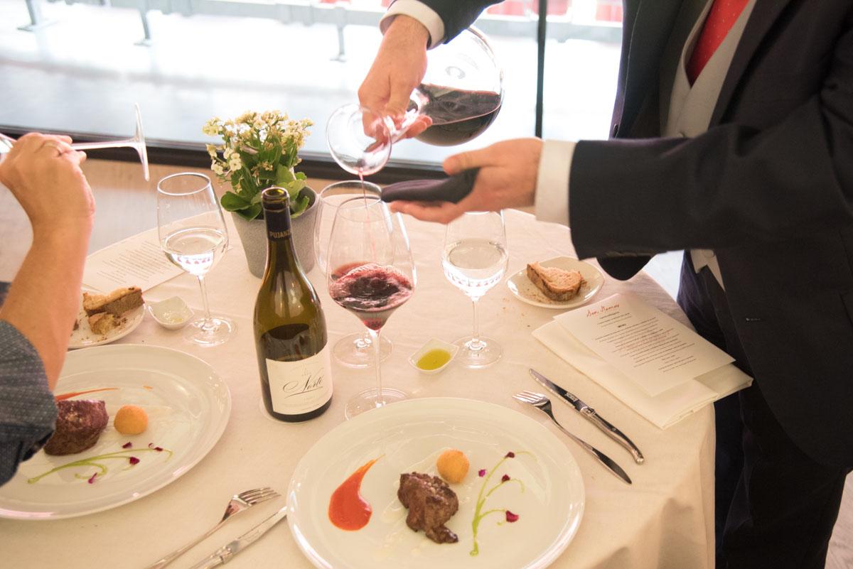 """Pujanza Norte, """"uno de los grandes vinos que hay hoy en día en Rioja Alavesa"""", según el sumiller."""