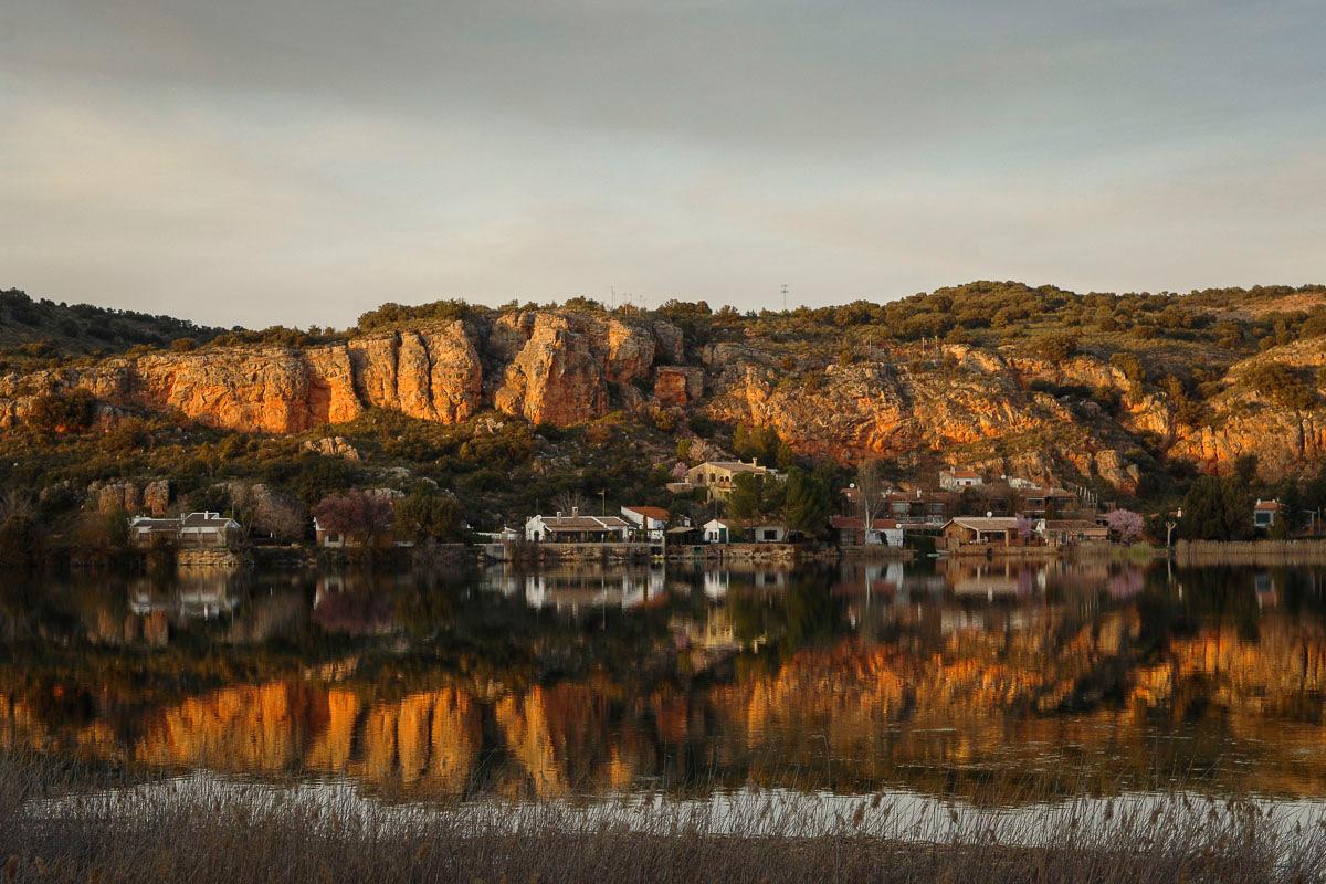 Las luces y los colores de la laguna San Pedro, en Albacete, enamoran. | Manuel Ruiz Toribio.