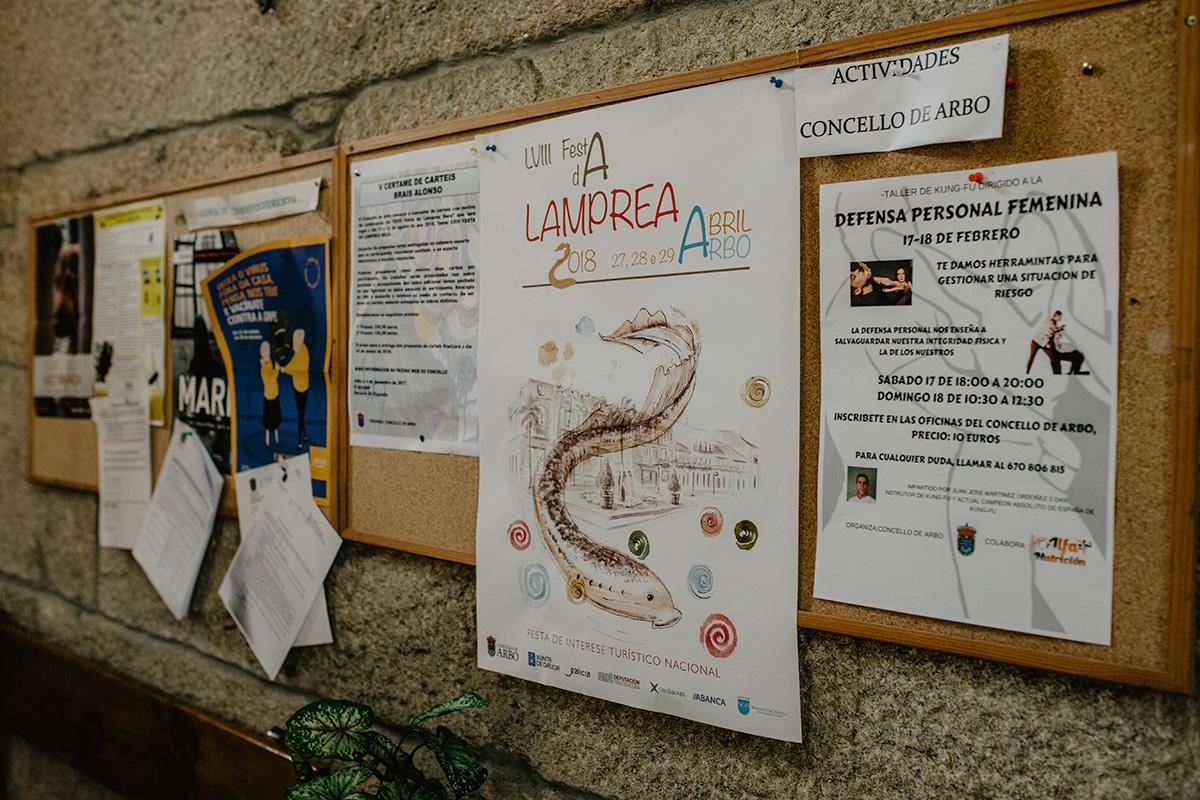 Cartel de la 58 Fiesta de la Lamprea en el Ayuntamiento de Arbo.
