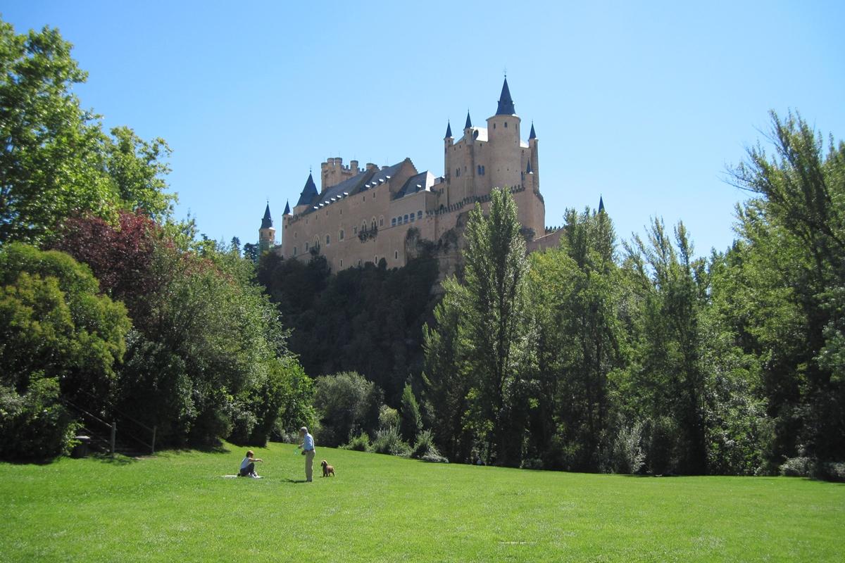 El Alcázar de Segovia es lo más cerca que podemos estar de un castillo Disney sin salir de Castilla. Foto: Shutterstock