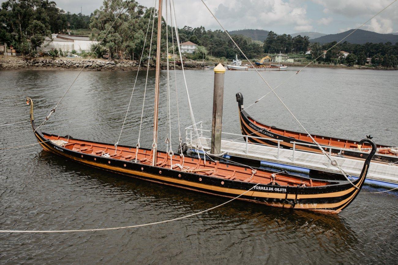 Vikingos de Catoira - El Torres de Oeste amarrado