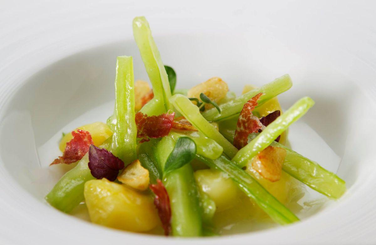 Plato de verduras de temporada del restaurante 'La Cocina de Ramón'. Foto: Facebook.