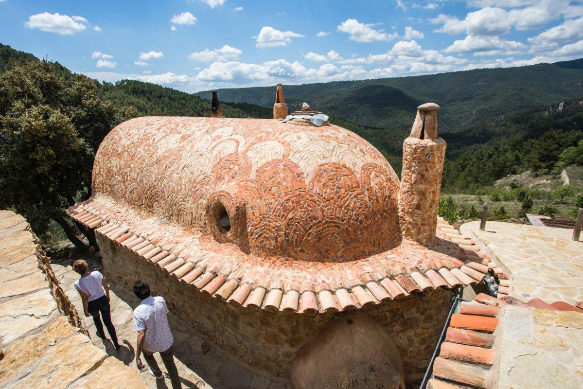 Vista de la estructura de la Habitación El Barco de la casa rural Mar de la Carrasca, en el parque natural de Peñagolosa, Castellón.