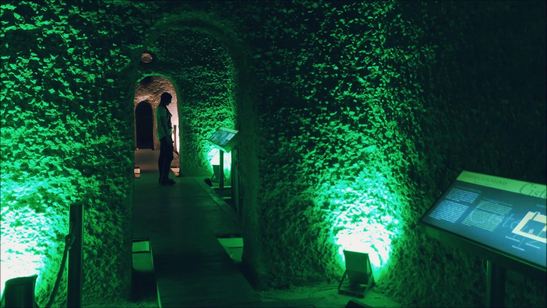 En el interior de las cisternas romanas.