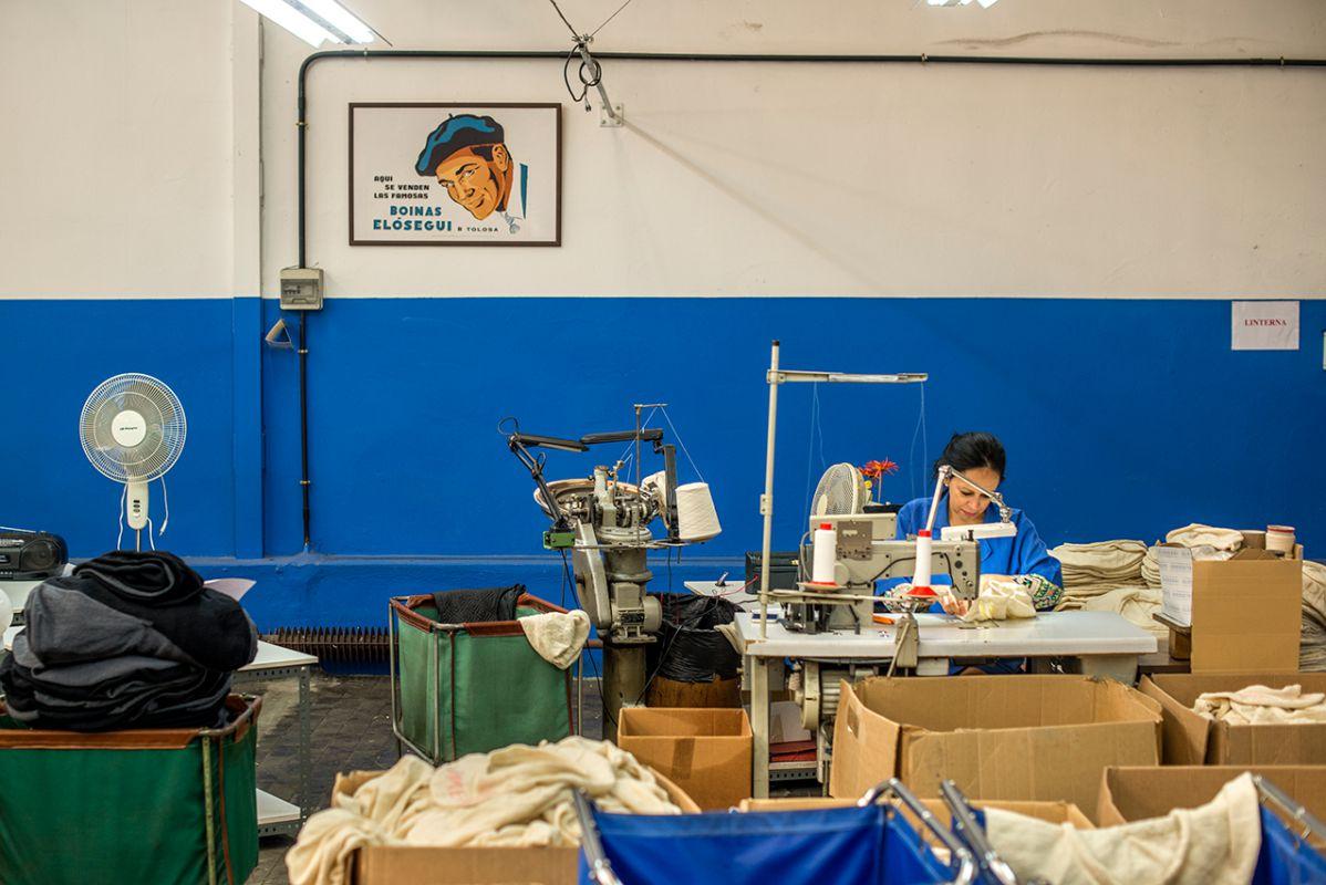Boinas Elósegui, una de las últimas fábricas que existen en Europa.