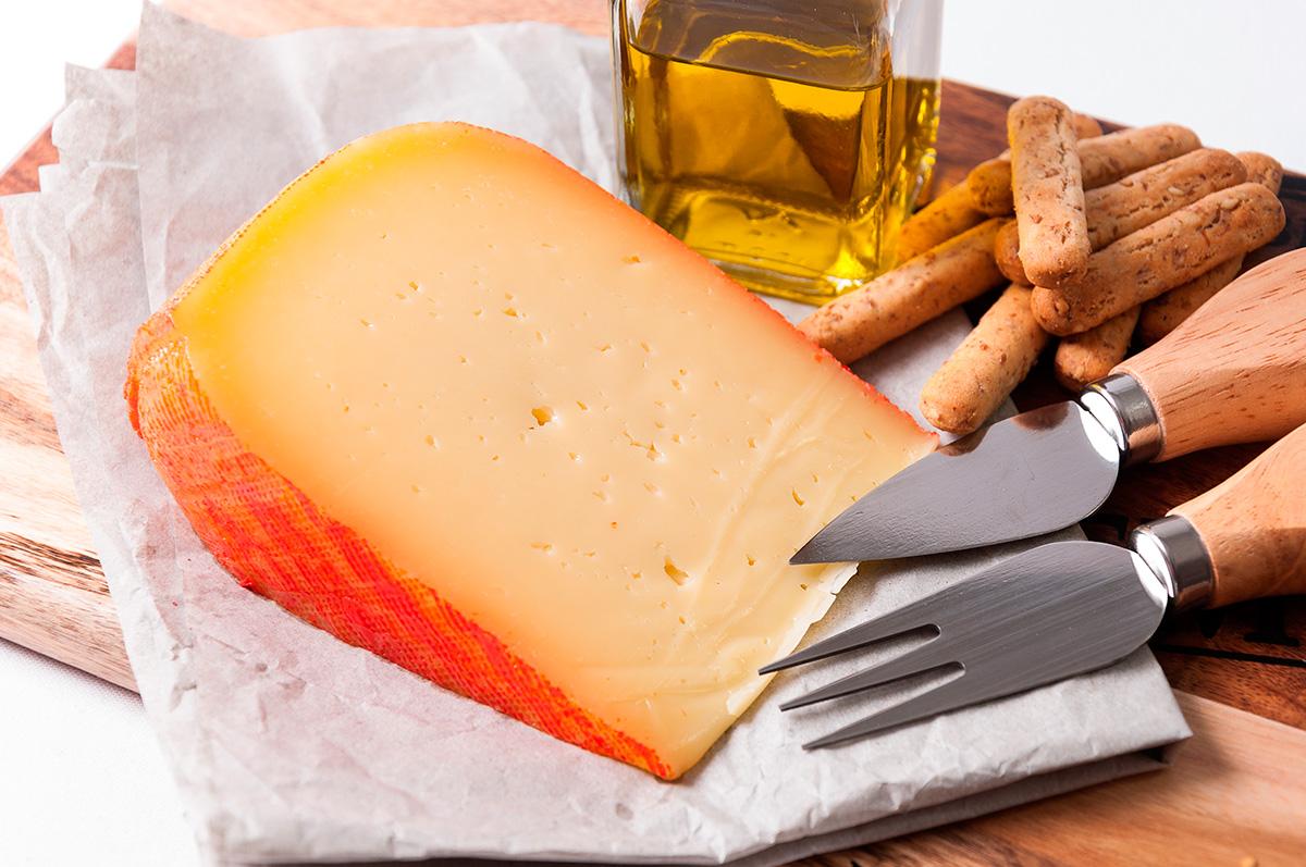 Uno no puede pasar por la isla y dejar de probar sus quesos. Foto: Shutterstock.