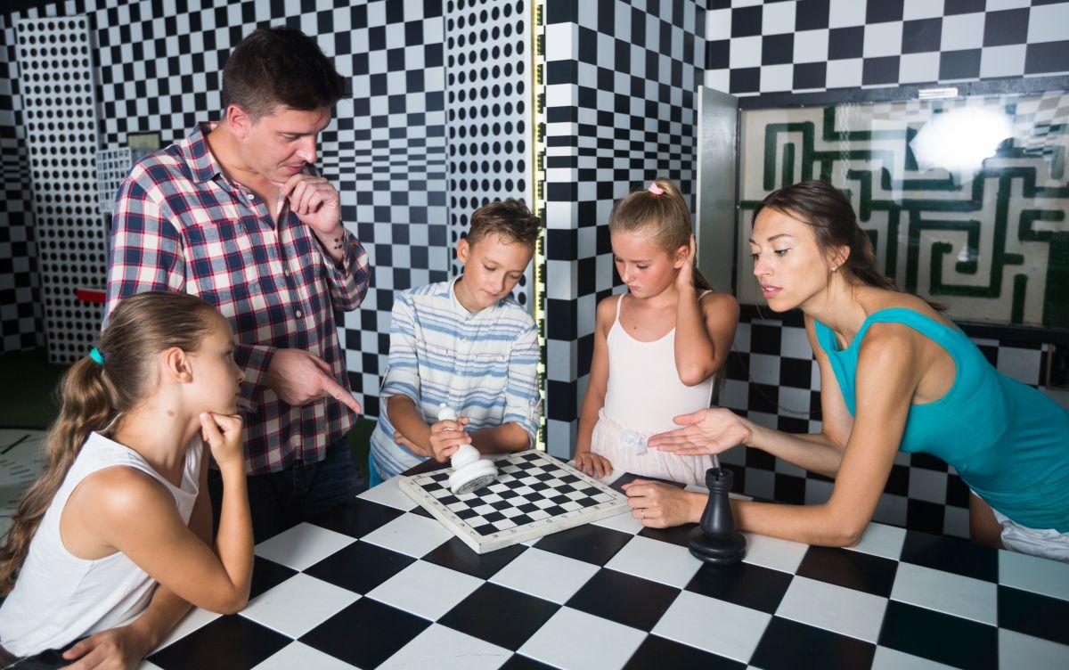 Una sesión de Escape Room en familia.
