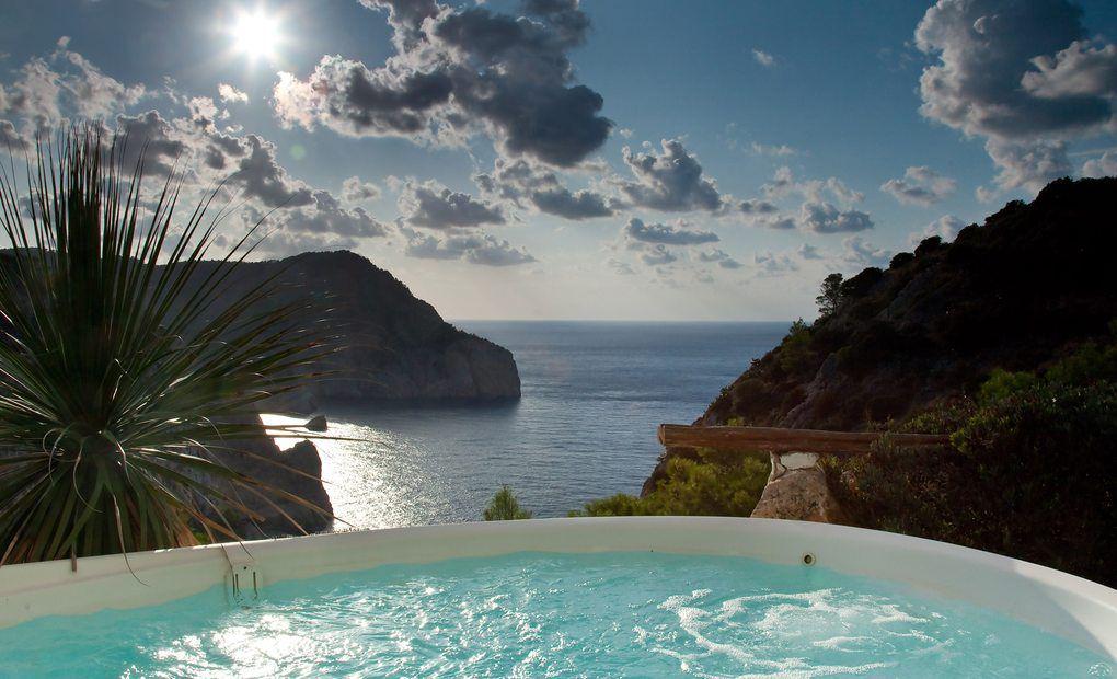 Vistas al mar desde el jacuzzi, Hacienda Na Xamena, Ibiza