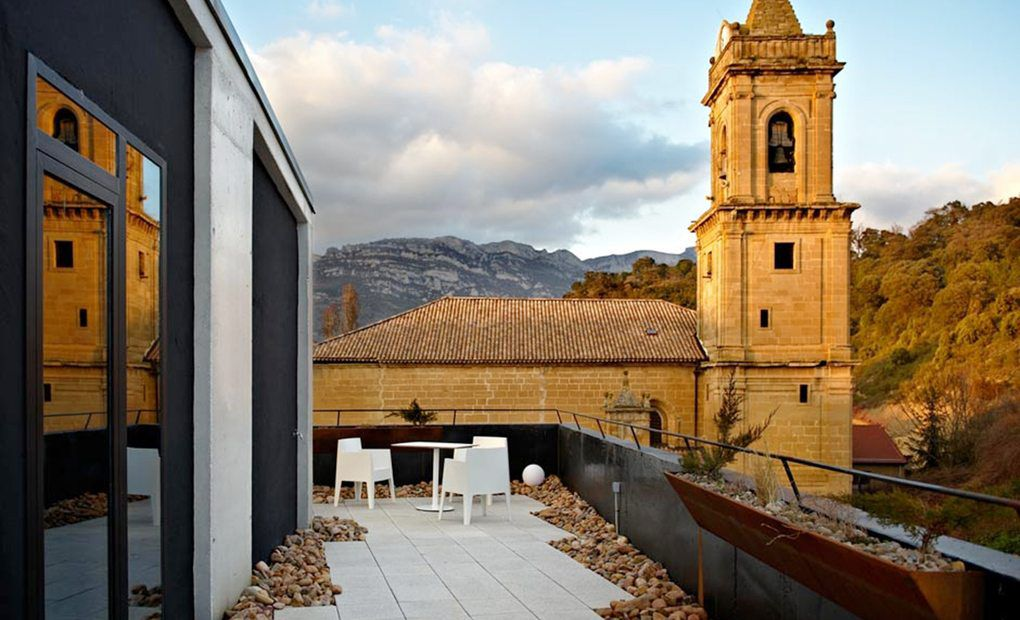 Iglesia de San Andrés desde la terraza del Hotel Viura, Araba