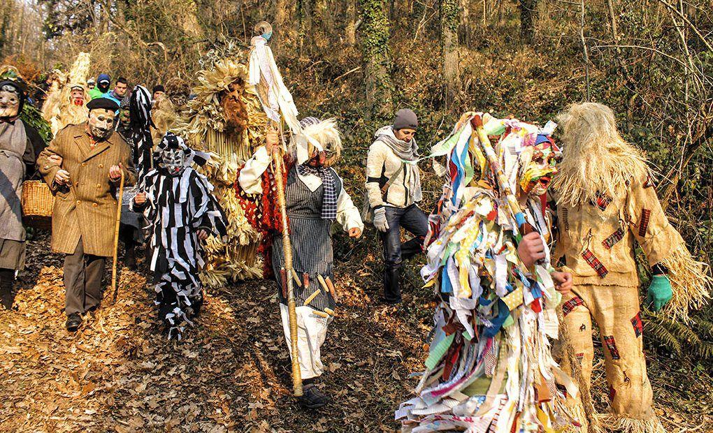 """Han pasado 35 años desde que en un pueblo de Cantabria, Silió, un profesor de Literatura, Ángel Vélez, decidiera recuperar el primer carnaval del año, para muchos también el primero de Europa, la Vijanera. """"Ángel lo hizo con ayuda del colectivo Bígaro. Le"""
