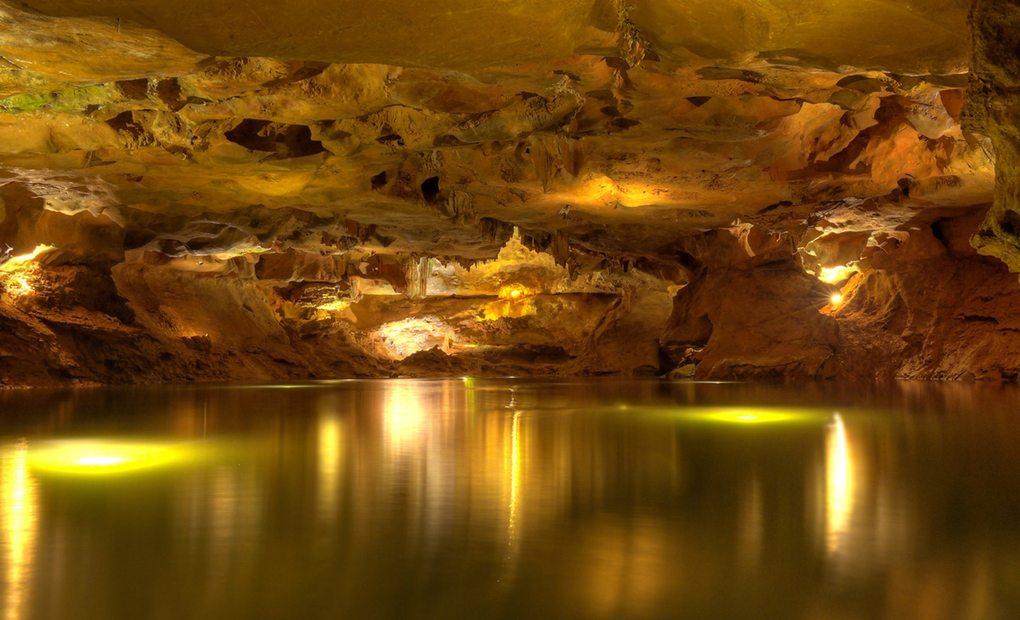 Aunque la cueva se habitó ya en el Paleolítico, las primeras incursiones de espeleólogos fueron en el siglo XX