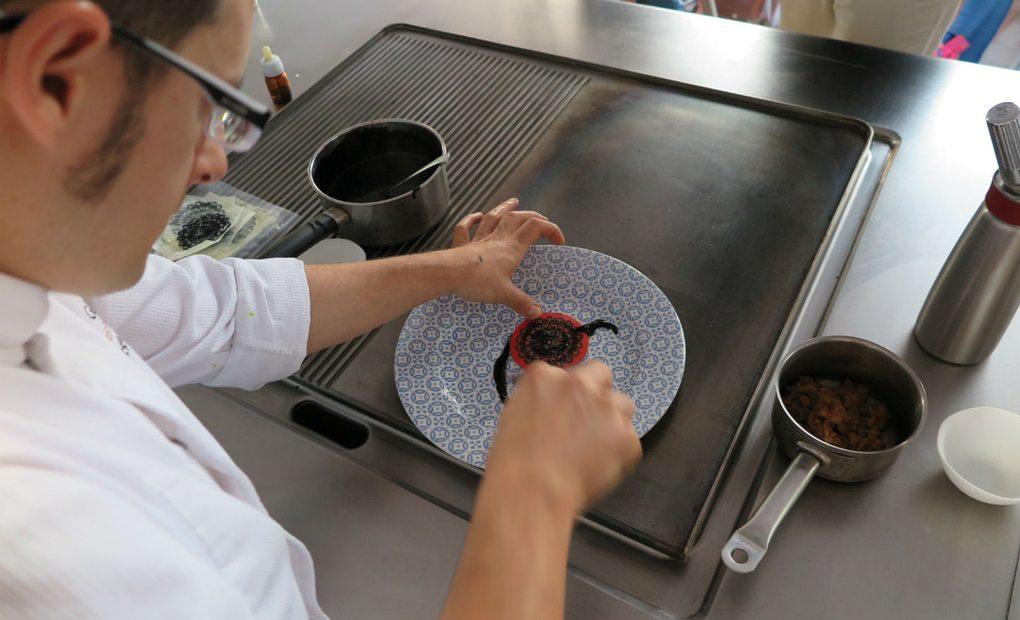 Preparando el Croché para uno de los platos de Dani García