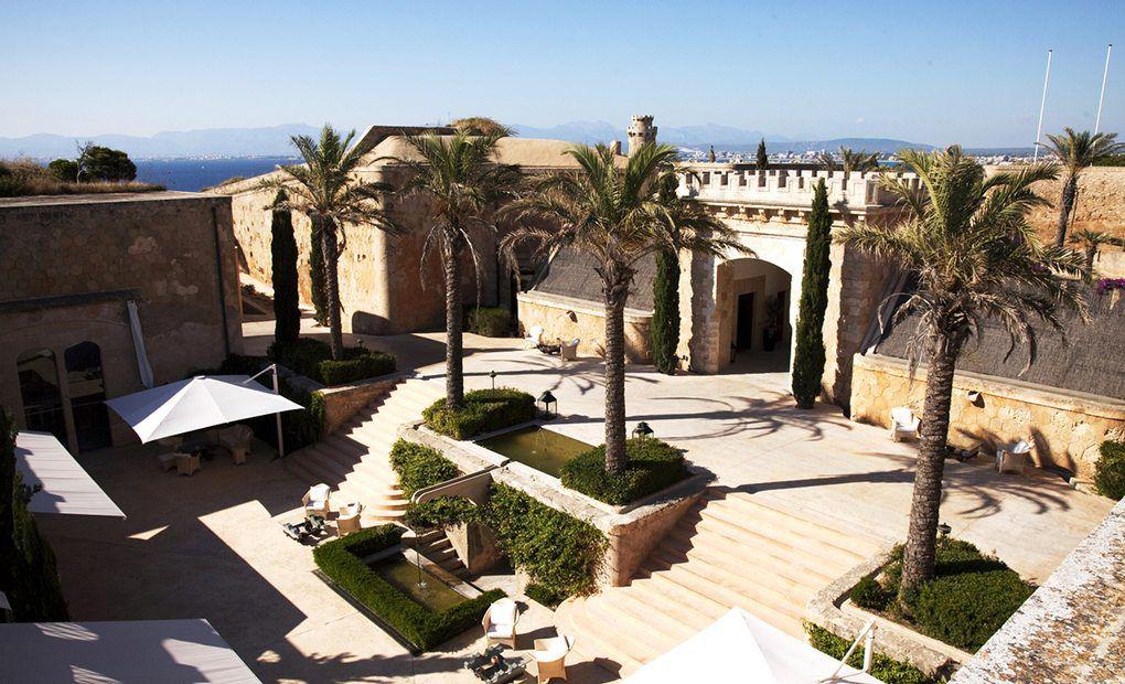 Patio del hotel Cap Rocat, Mallorca