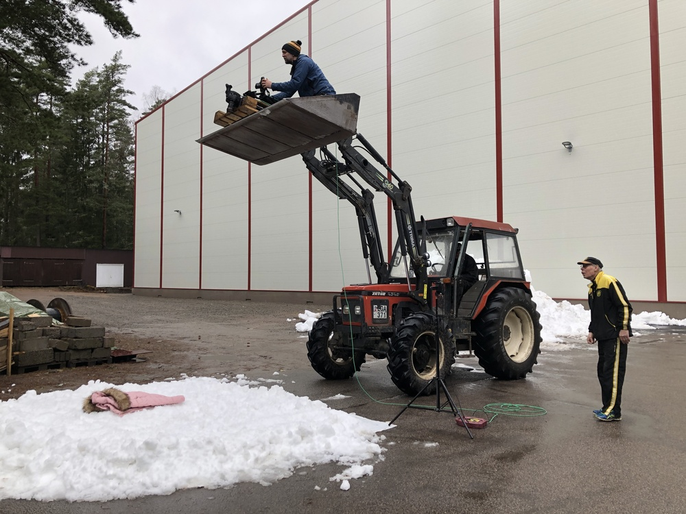Low on snow when we were planning to film our actress Alma. Well, we called the bandy club Åby-Tjureda in Småland and they helped with both scraped snow from the ice inside their fantastic stadium and the tractor to get the last scene!