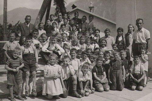 La scola primara a Schluein 1949