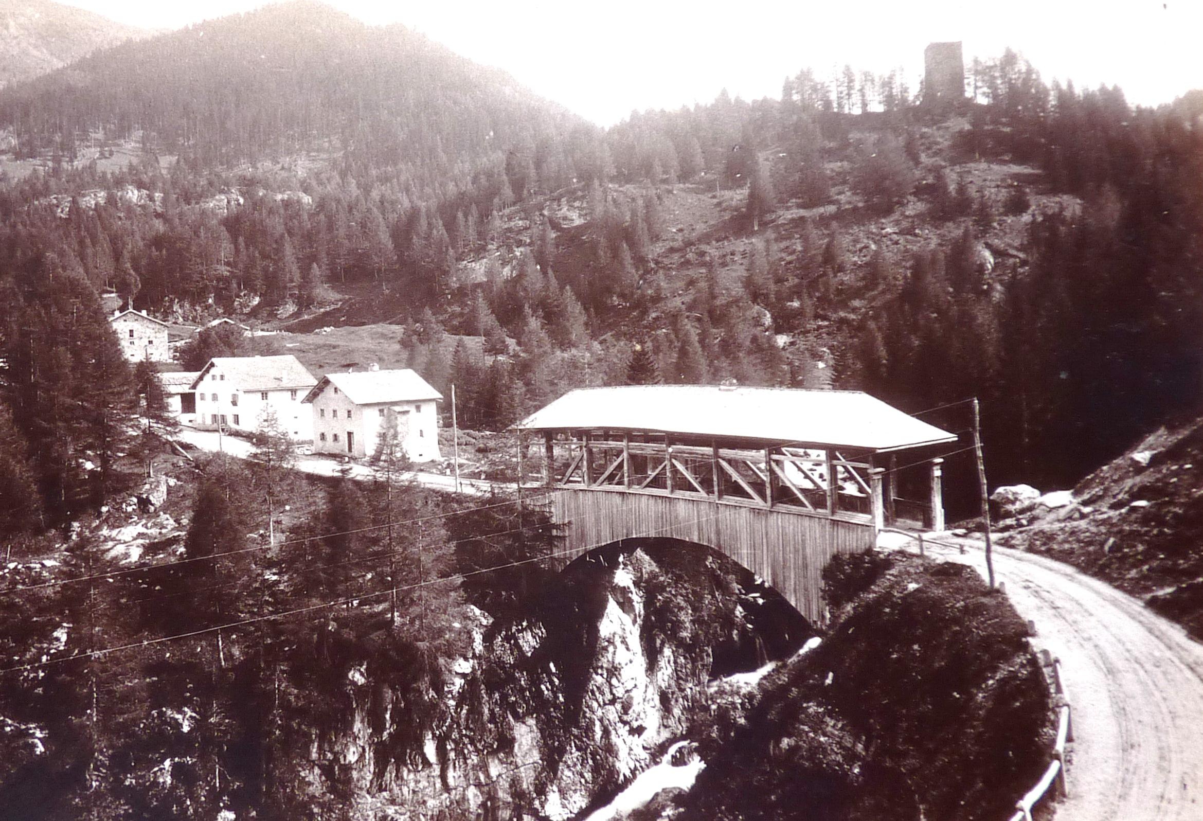 Sour - Sur,  la punt viglia da Furnatsch ca. 1920