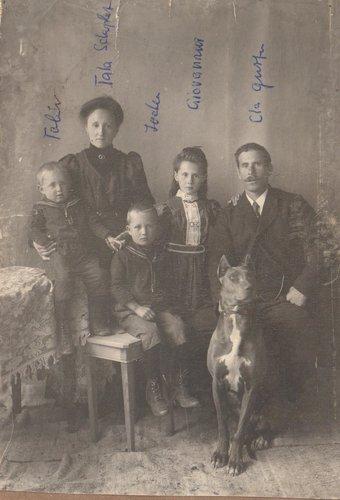 Famiglia Gustin, Tschlin, 1910