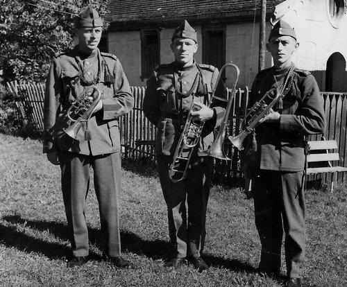 Musicants da Pitasch tier l'armada svizzera