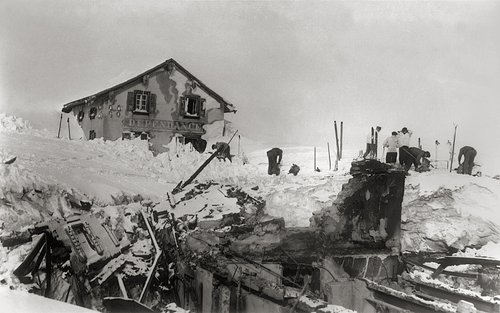 Lavina destruescha hotel sin il pass Alpsu