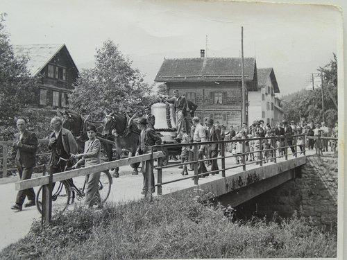 Il transport dil zenn grond naven da Glion a Schluein