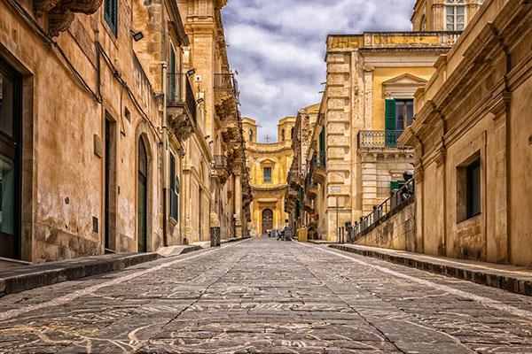 alley 3453557 1920 - Sicilia: Luna di miele nell'isola del sole