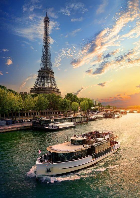 Parigi bateauxmouches e1585823701396 - Luna di miele a Parigi: la capitale dell'amore