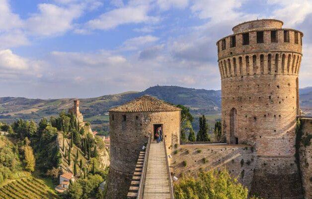 Castelli italiani Rocca di Brisighella e1588927810936 - I 12 Castelli italiani più belli e romantici