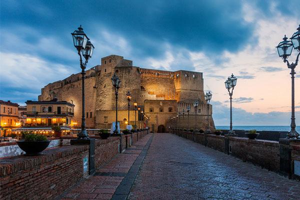 Castelli italiani castel dell ovo - I 12 Castelli italiani più belli e romantici
