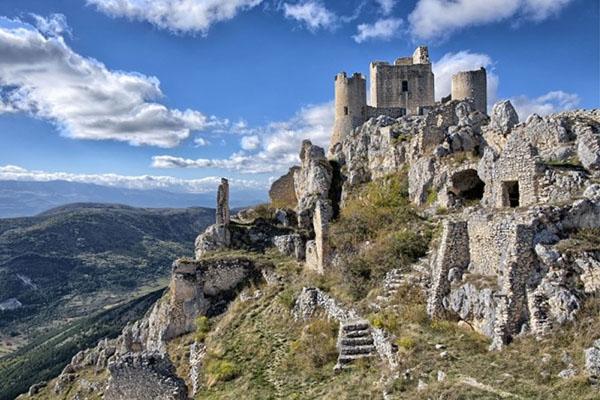 Castelli italiani Rocca Calascio - I 12 Castelli italiani più belli e romantici