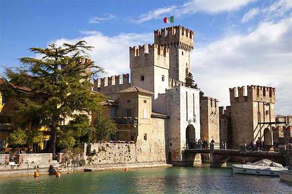 Castelli italiani Castello Scaligero - I 12 Castelli italiani più belli e romantici