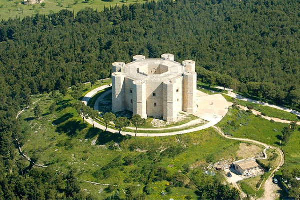 Castelli italiani castel del monte - I 12 Castelli italiani più belli e romantici