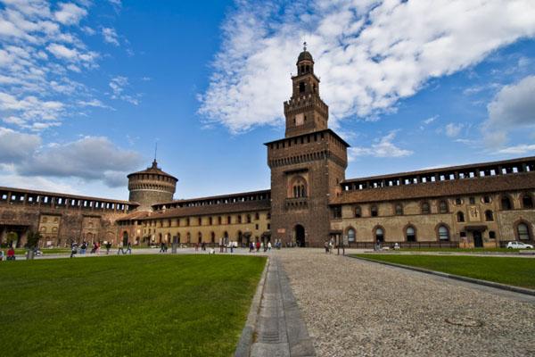 Castelli italiani Castello sforzesco 2 - I 12 Castelli italiani più belli e romantici