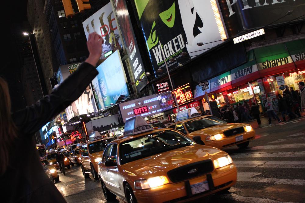 Een NYC taxi aanhalen