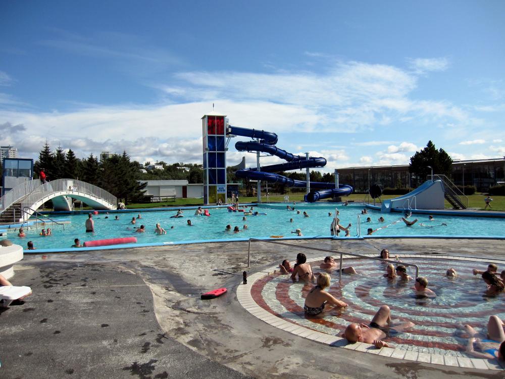 Laugardalslaug Zwembad