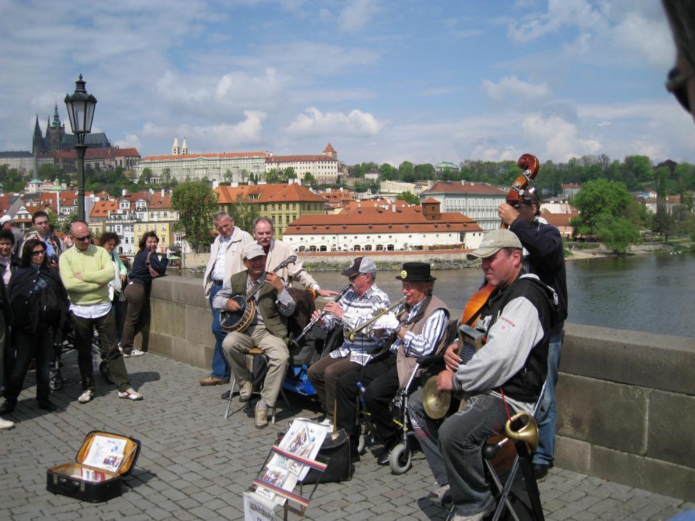 Straatmuzikanten op de Karelsbrug