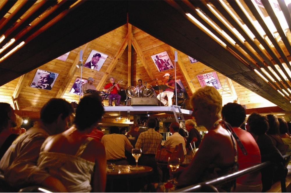 Avila's Blues Bar & Restaurant
