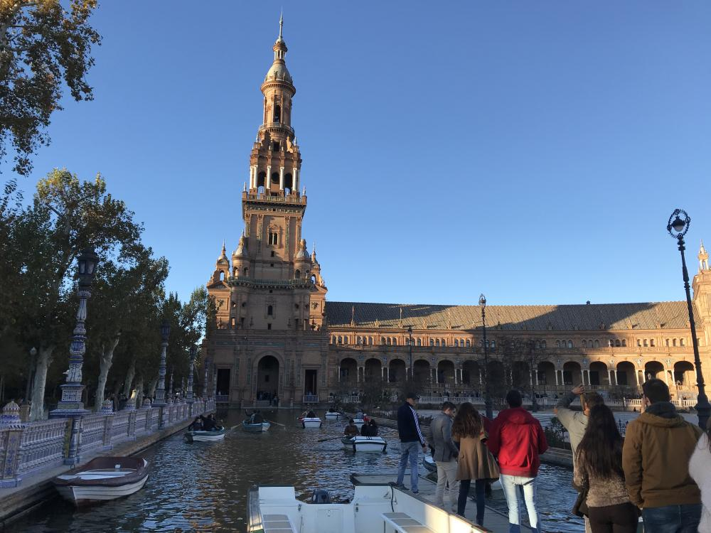 Huur een roeiboot op de Plaza de España