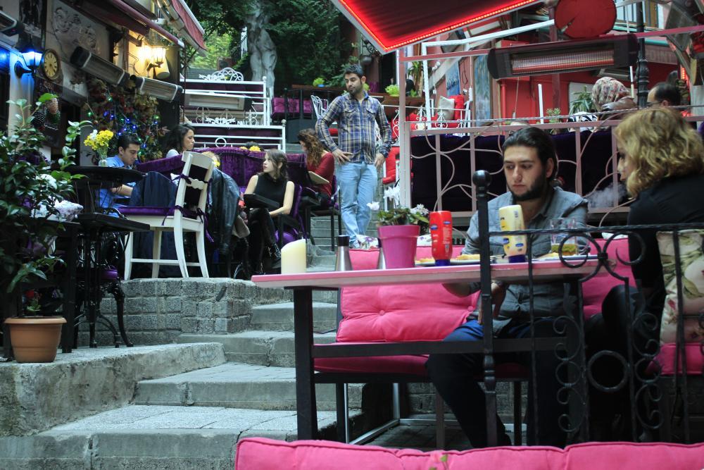 Neem een drankje in de Franse Straat in Taksim