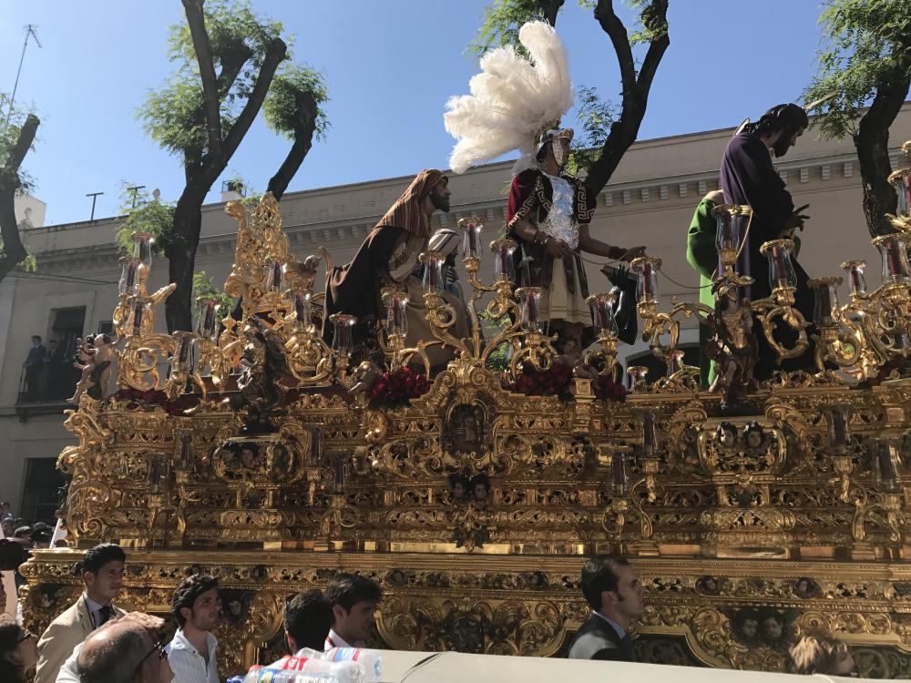 Volg een 'paso' tijdens een processie