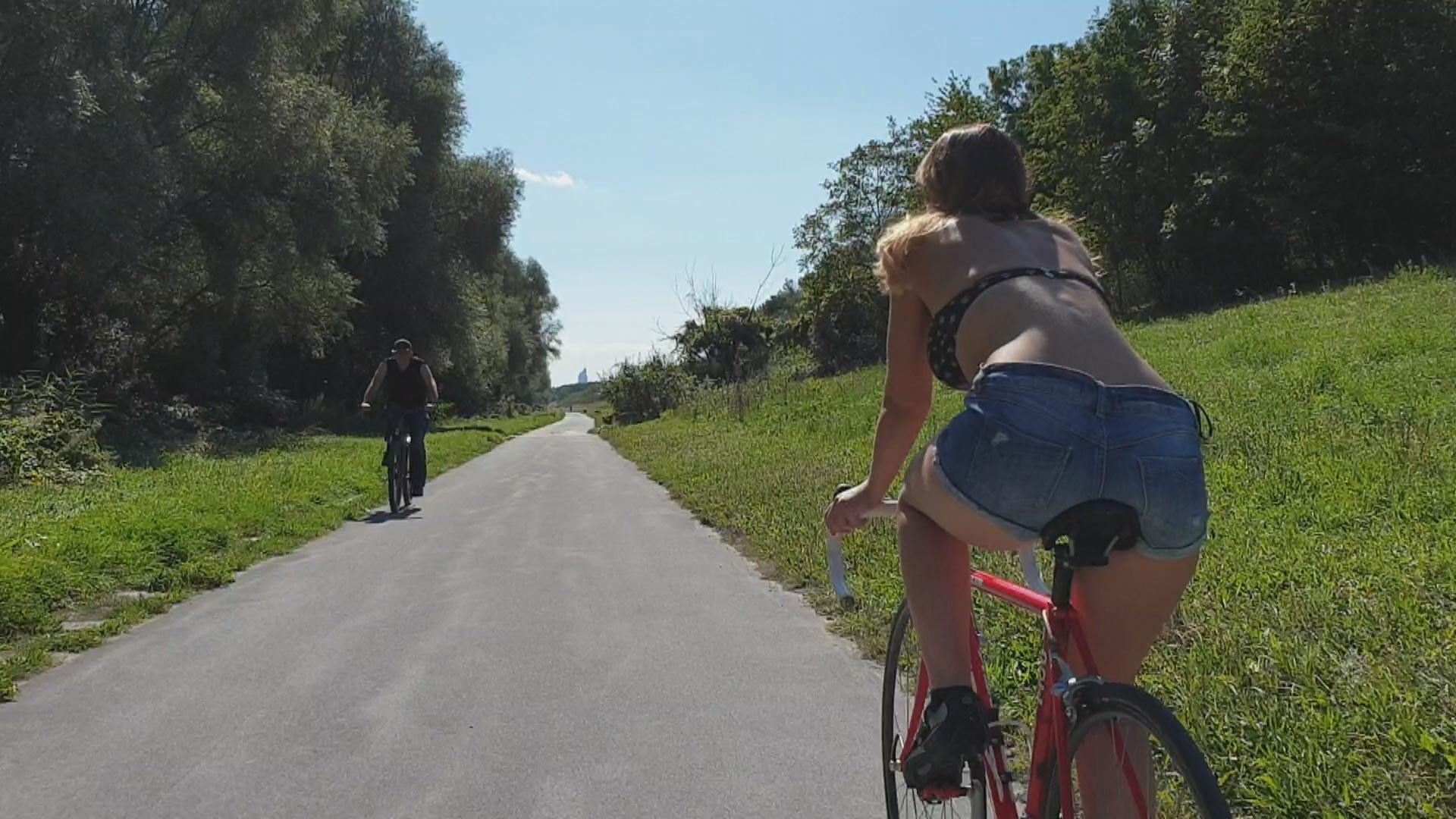 KamiKatze - Am Fahrrad vor dir fährt ne geile Ficksau