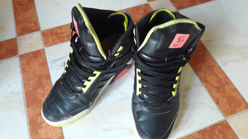 Sport Schuhe schwarz neon